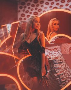 Tom Dewh stunning beauty, lifestyle and moody female portraits with neon light and reflections