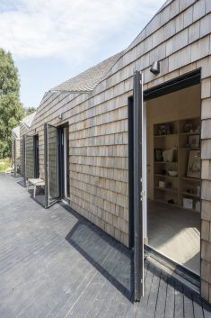 Blee Halligan Architects Transforms a Tired Brick Barn into Modern Accommodation