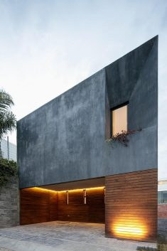 Modern Mexican Residence Juggling With Geometric Volumes and Neat Lines