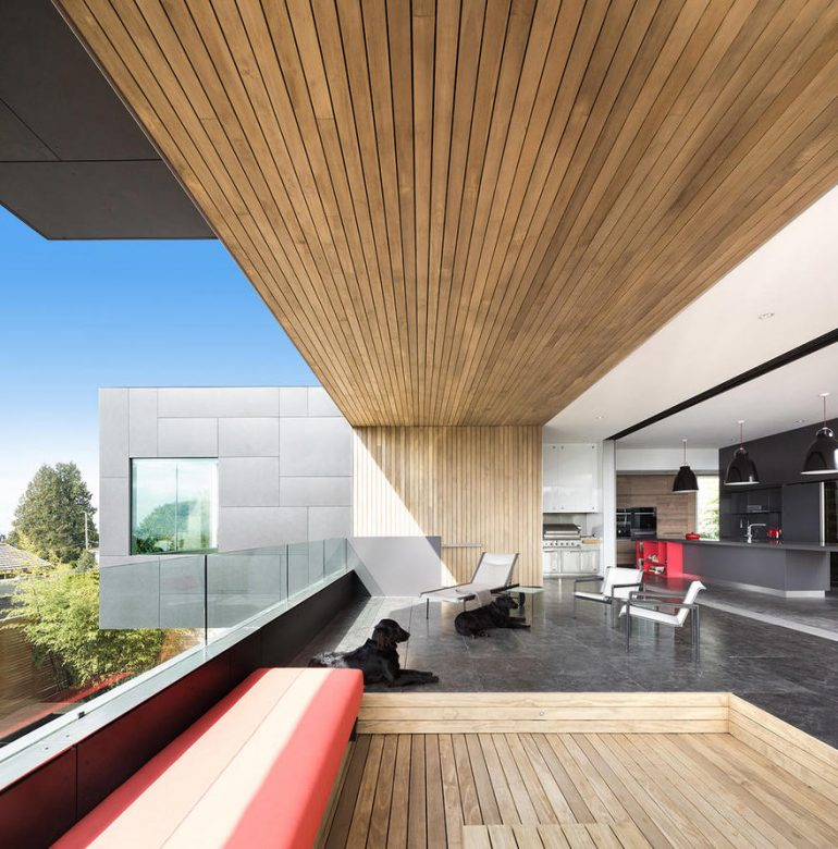 Container House in West Vancouver / McLeod Bovell Modern Houses