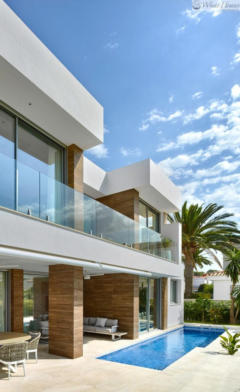 Modern Single-Family Villa with an Astonishing Sea View to the Mediterranean Sea