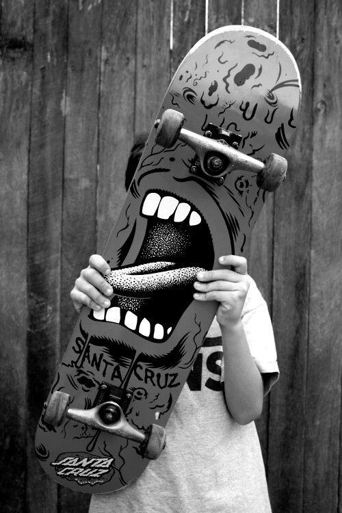 Skateboard screams.