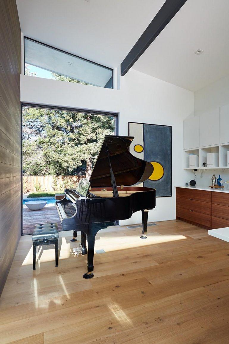 Modern Indoor-Outdoor Home in Los Altos, California / Klopf Architecture