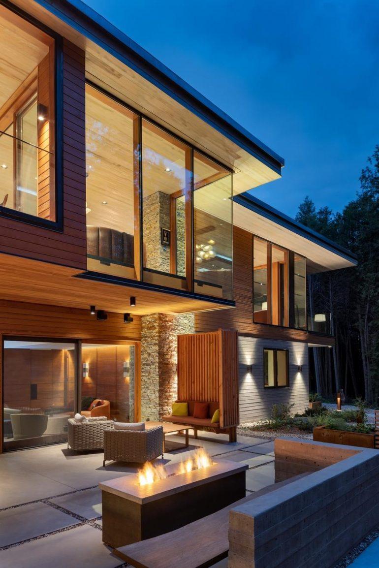 Split-Level House Featuring an Elegant Composition: Petaluma Residence