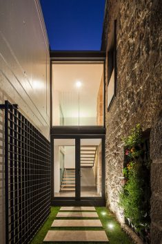 JA House / Maria Ines Costa + Filipe