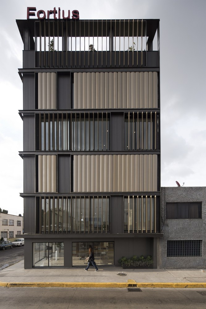 Renovation of Mexico Fortius Office Building / ERREqERRE Architecture and Urbanism