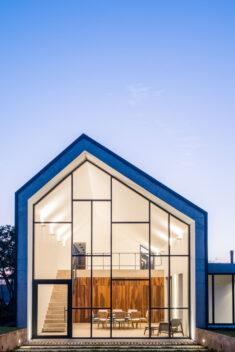 Groba House / Estúdio MRGB