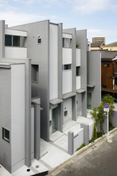 Sestet Apartment Building / Hugo Kohno Architect Associates